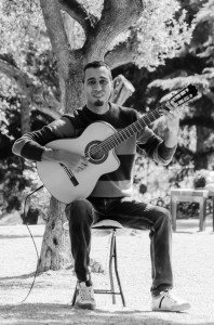 Guitarist Mariano Olivera at Park Güell