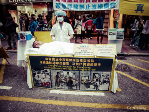 Falun Gong silently protest during Hong Kong street market